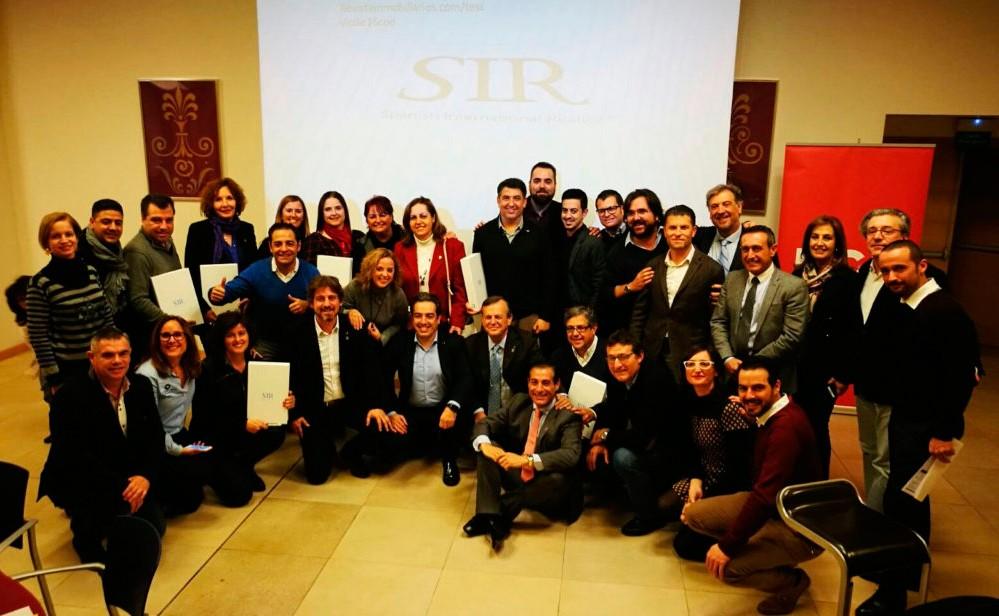 equipo de expertos con Designación Realtor