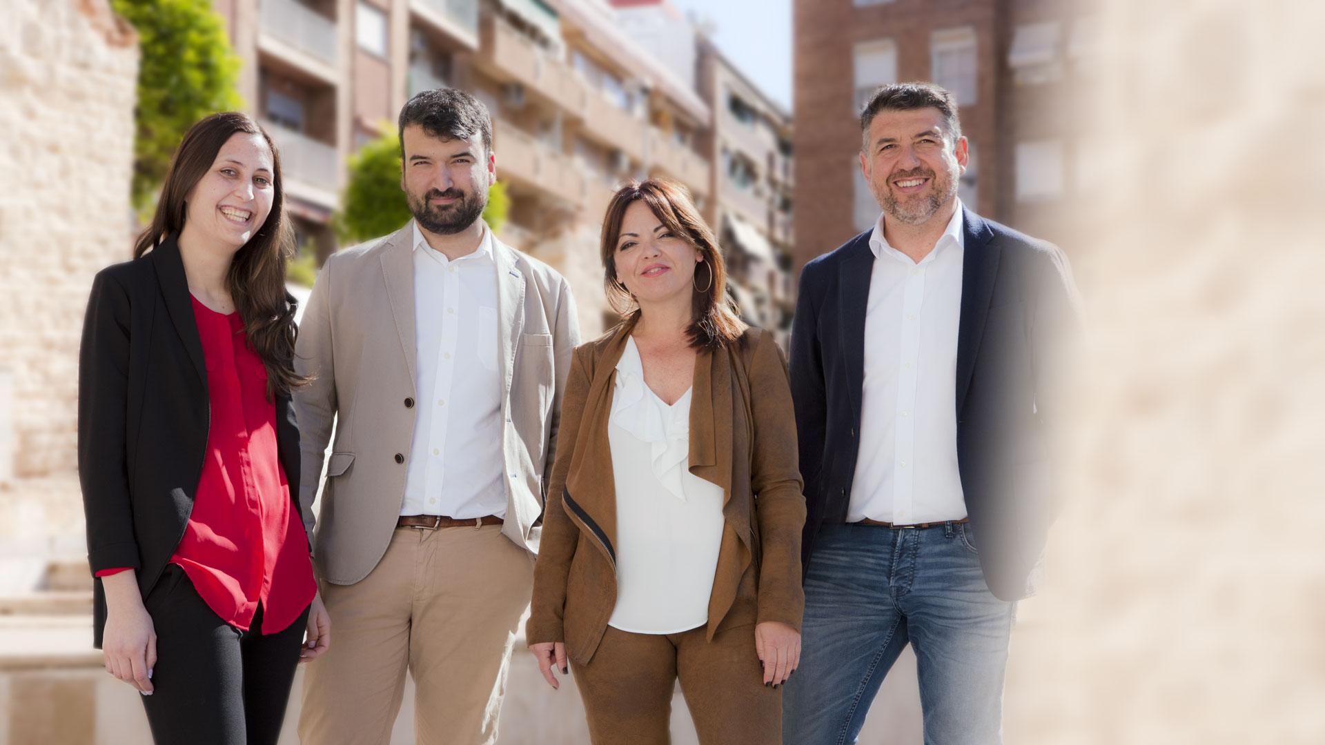 equipo Ciencasas inmobiliaria en Paiporta en la plaza del pueblo